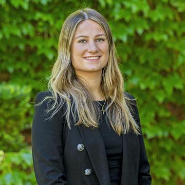 Cassie Favero - Client Services
